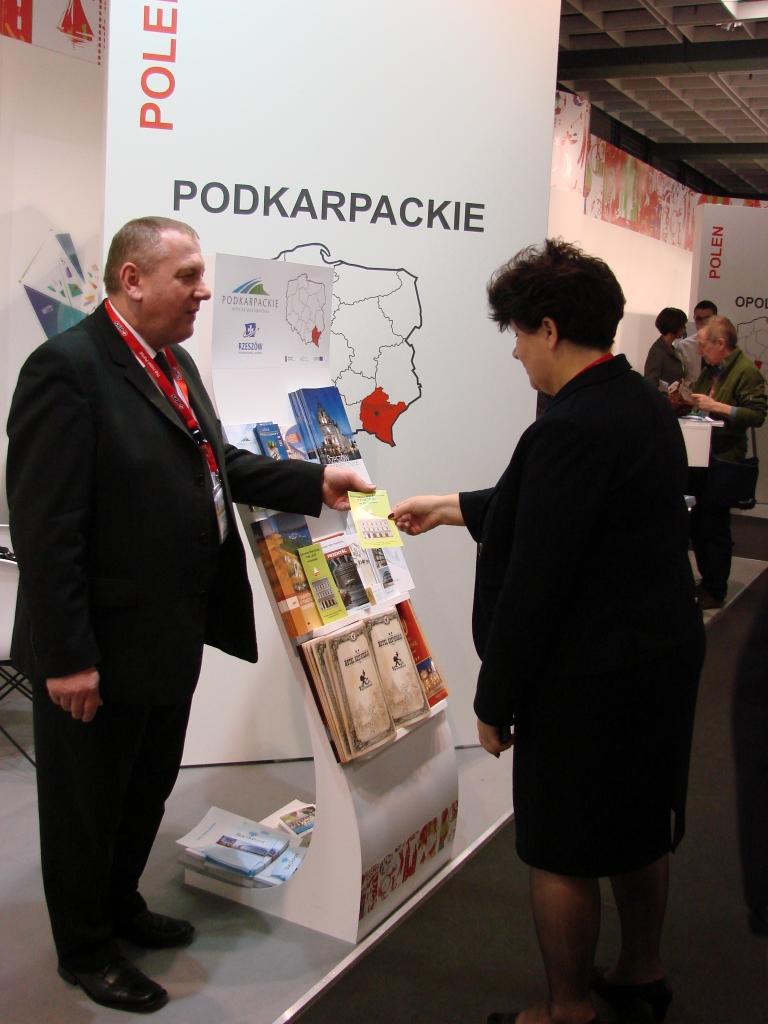 """Schronisko Młodzieżowe PTSM """"ALKO"""" na Międzynarodowych Targach Turystycznych ITB w Berlinie w 2012 r."""